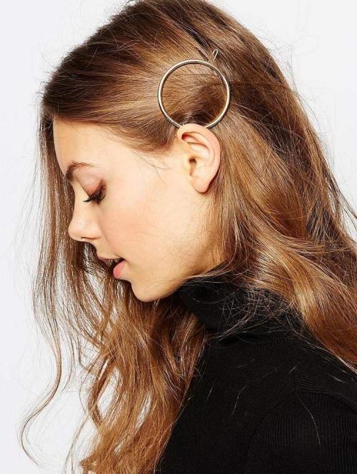 25 accessoires cheveux pour pimper vos coiffures. Black Bedroom Furniture Sets. Home Design Ideas