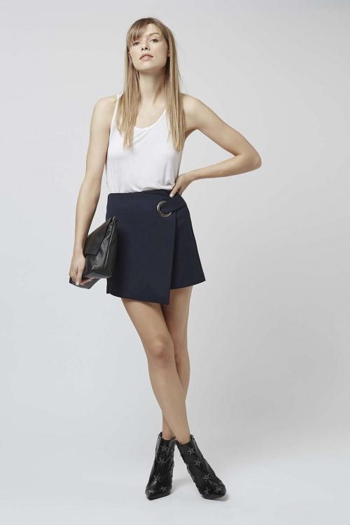 296e9a0b9a92bf La plus belle façon de porter une jupe portefeuille