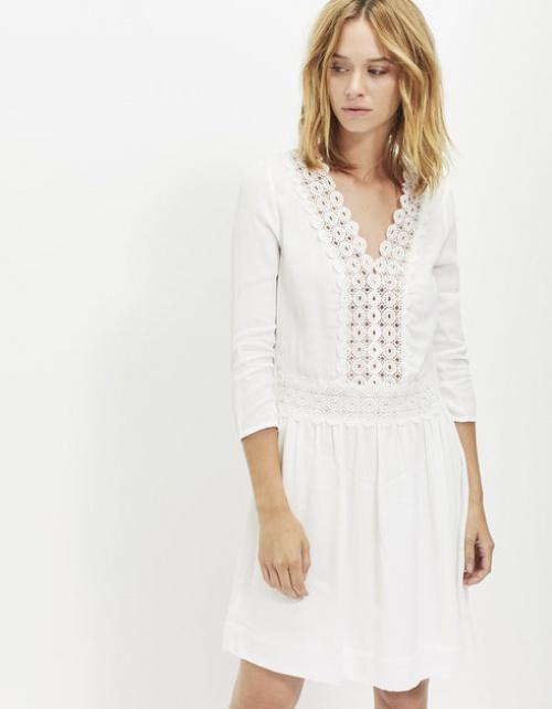 25 sublimes petites robes blanches pour vos petites et grandes sorties. Black Bedroom Furniture Sets. Home Design Ideas