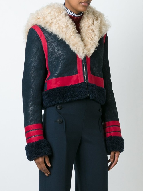 Cédric Charlier - shearling court bleu et rouge