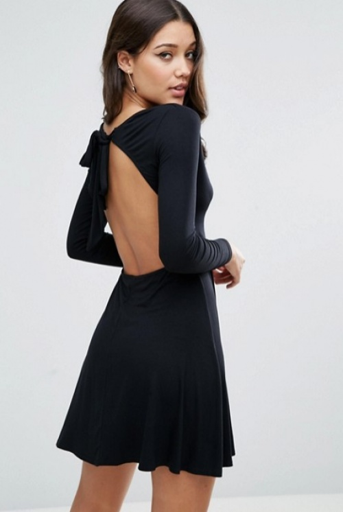 25 robes dos nu pour se glamouriser cette fin d 39 ann e. Black Bedroom Furniture Sets. Home Design Ideas