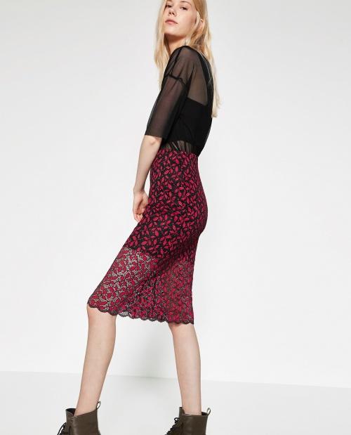 Zara - Jupe mi-longue en dentelle rouge framboise