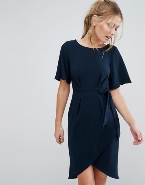 Closet London - Robe avec lien à nouer sur le devant et manches kimono