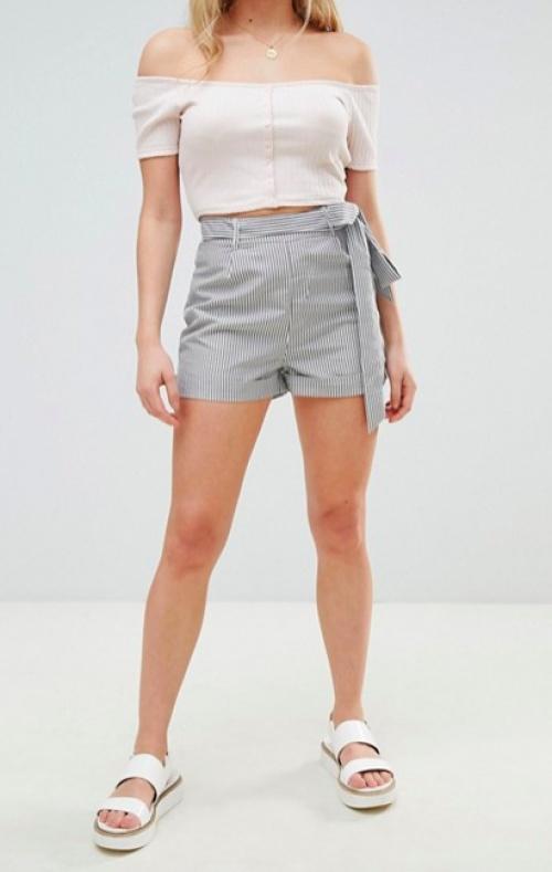 Boohoo - Short à rayures et taille nouée