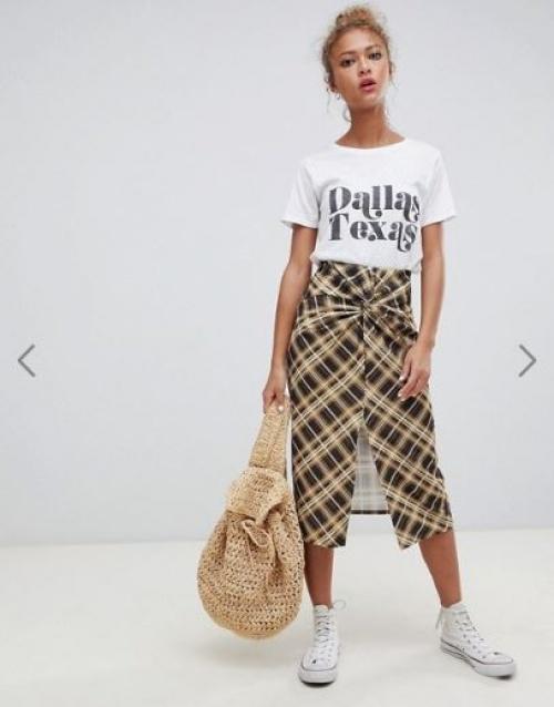 Pull & Bear - Jupe mi-longue à carreaux avec détail torsadé