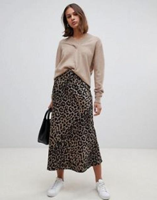 ASOS DESIGN - Jupe mi-longue coupée en biais en satin imprimé léopard