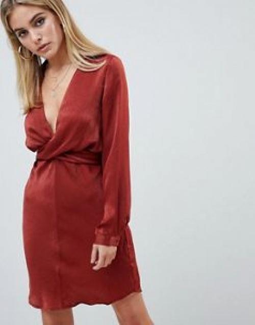 PrettyLittleThing - Robe en satin martelé avec lien à nouer au dos