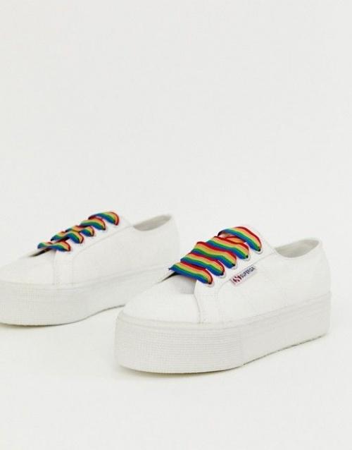 Baskets épaisses avec lacets arc-en-ciel blanc
