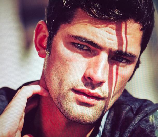 Les 10 plus beaux mannequins hommes du moment les claireuses - Plus beaux hommes ...