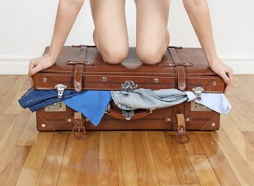 5 astuces pour que tous vos v tements rentrent enfin dans votre valise les claireuses. Black Bedroom Furniture Sets. Home Design Ideas