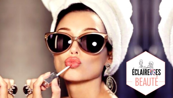 les femmes qui se maquillent