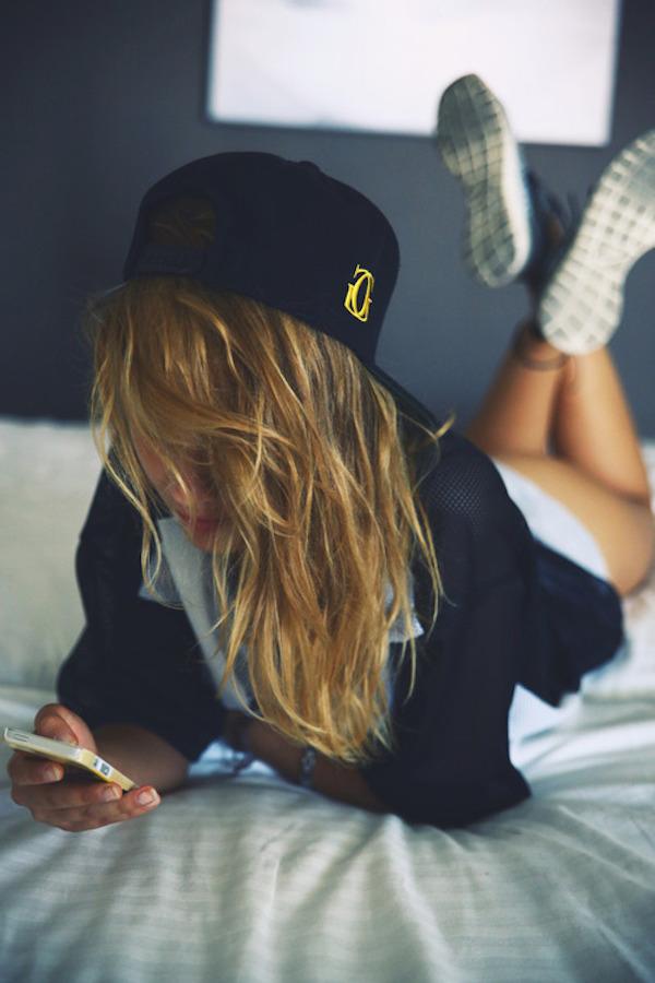 Фото крутых девушек в кепках на аву