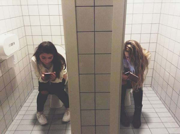 Elle suce aux toilettes du mc do - 5 8