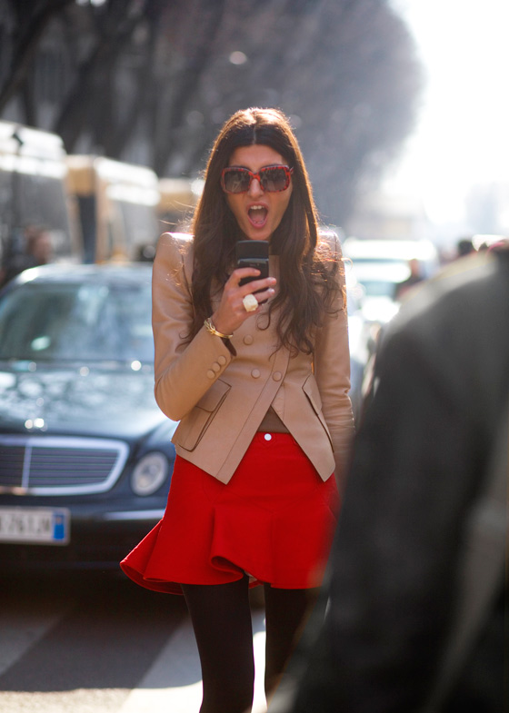 streetstyle phone red skirt