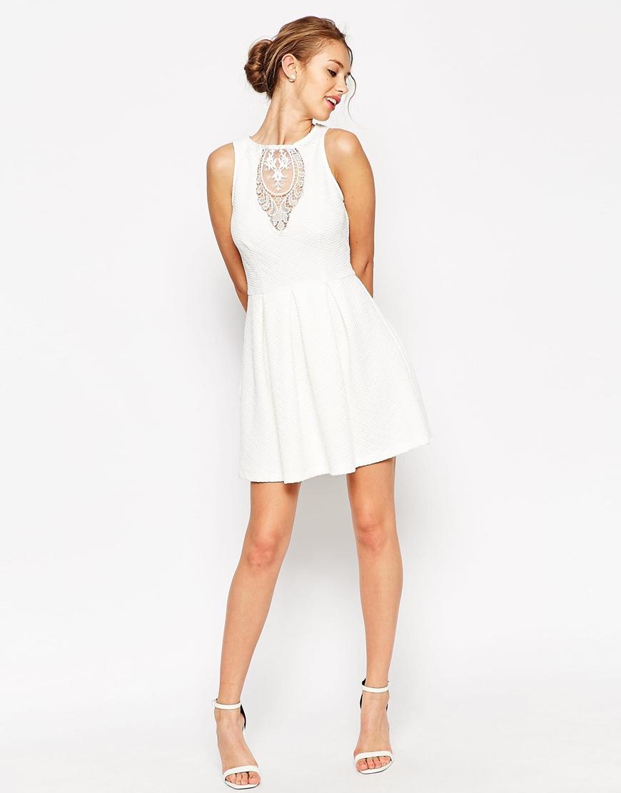 30 sublimes petites robes blanches pour cet t. Black Bedroom Furniture Sets. Home Design Ideas