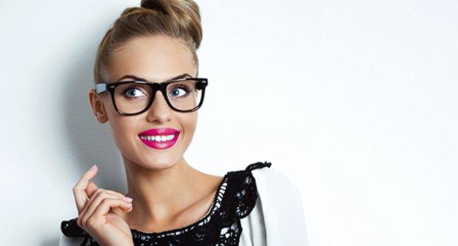 comment se maquiller quand on porte des lunettes les claireuses. Black Bedroom Furniture Sets. Home Design Ideas