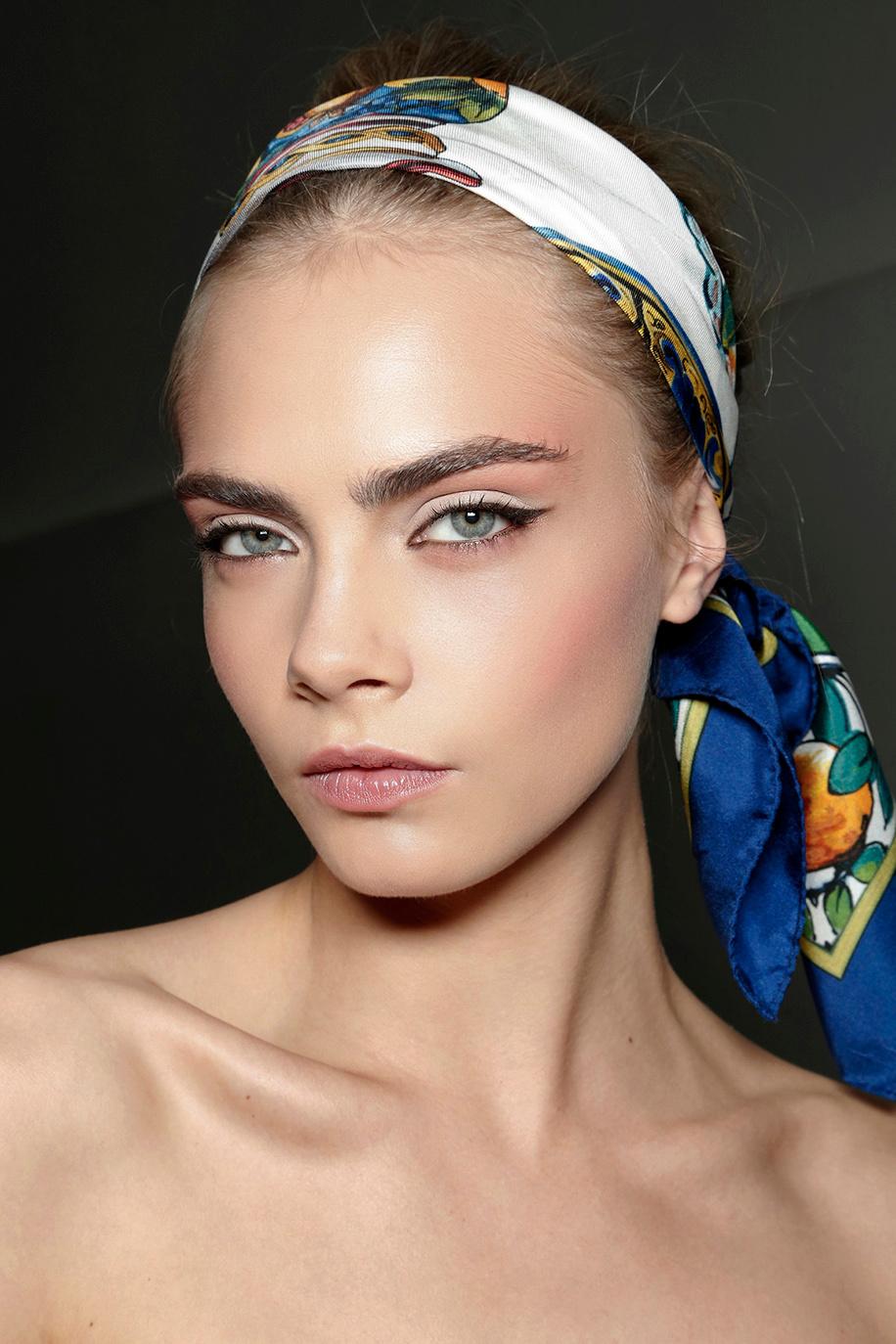 827bf311d51b Comment porter le foulard dans les cheveux avec style
