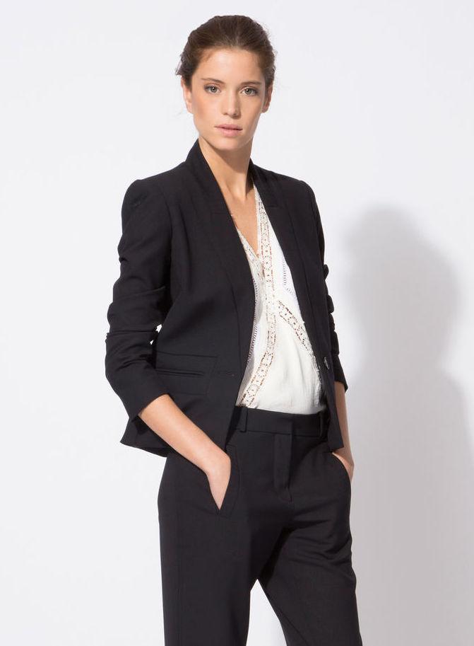 la meilleure fa on de porter le costume pour femme les claireuses. Black Bedroom Furniture Sets. Home Design Ideas