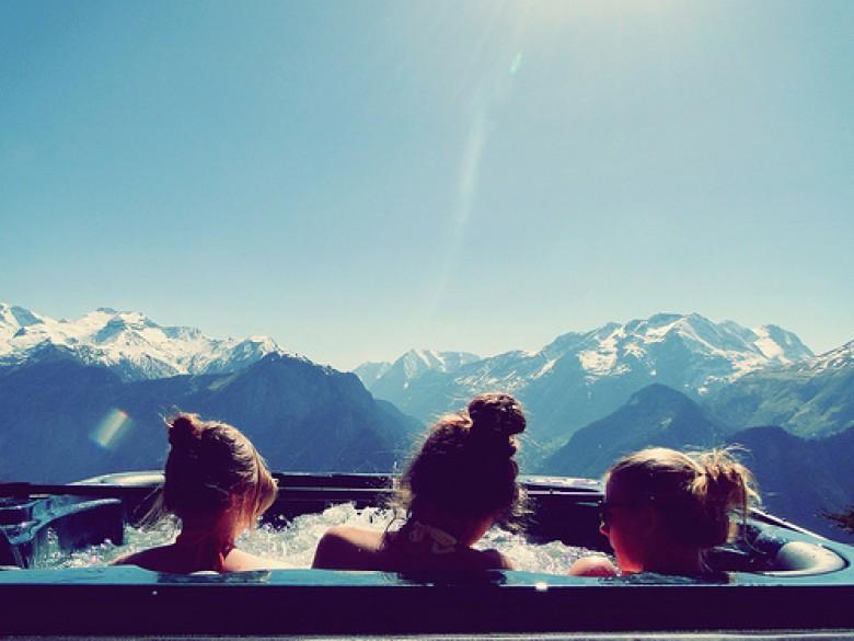 jacuzi filles montagne hiver