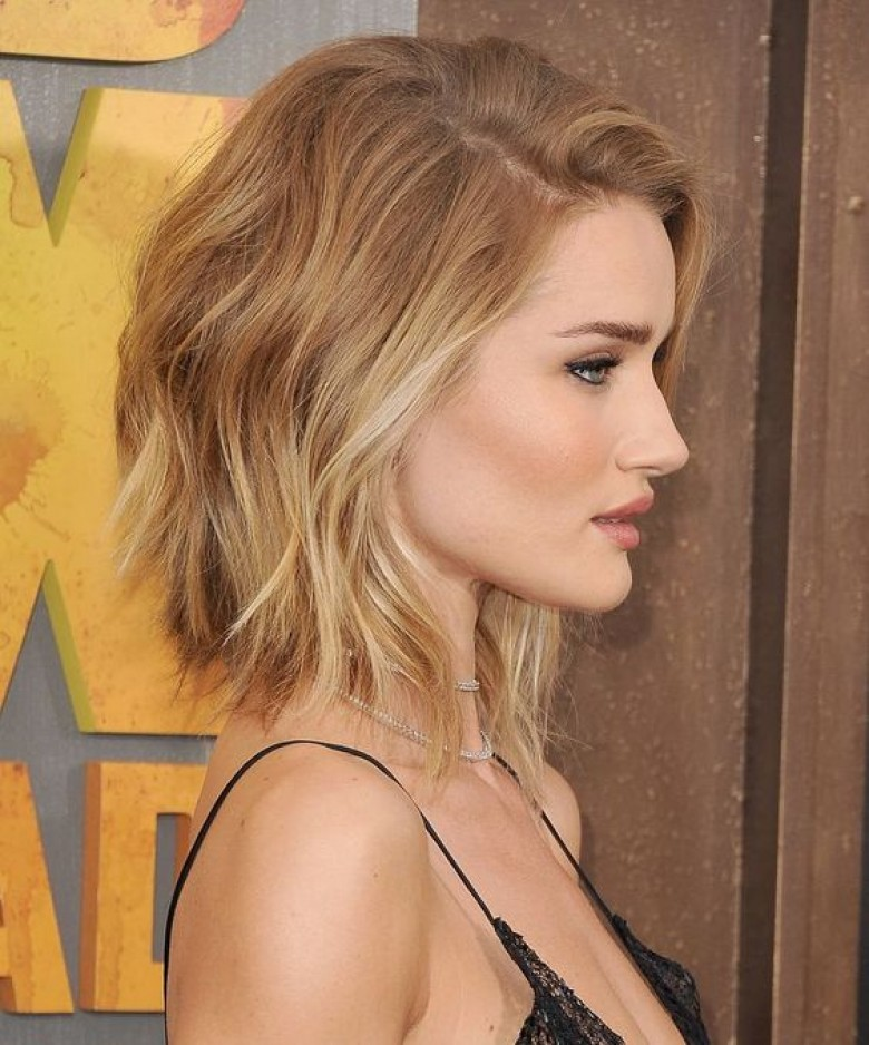 Coupe courte cheveux wavy