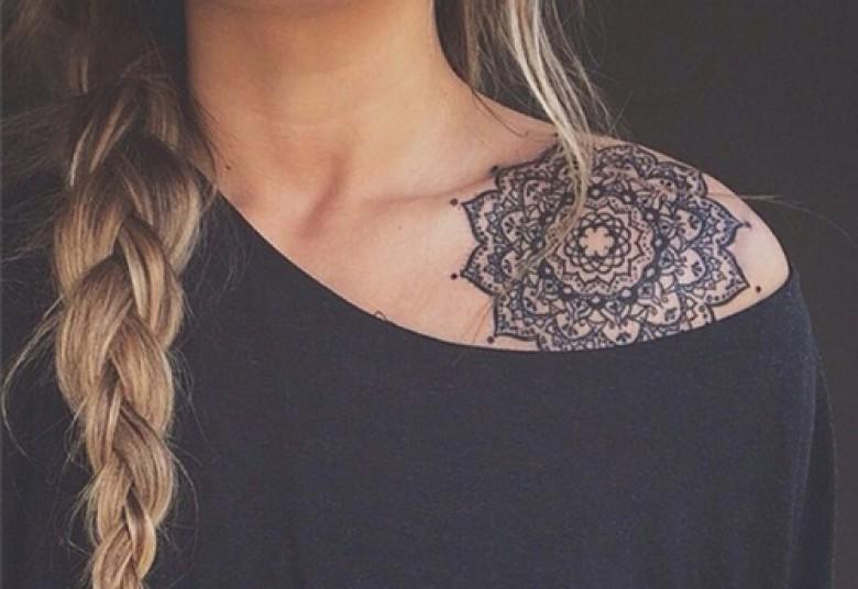 20 idées de tatouages pour vos clavicules