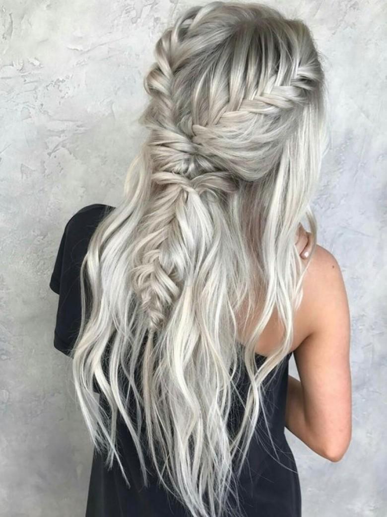 Cheveux gris meche rose