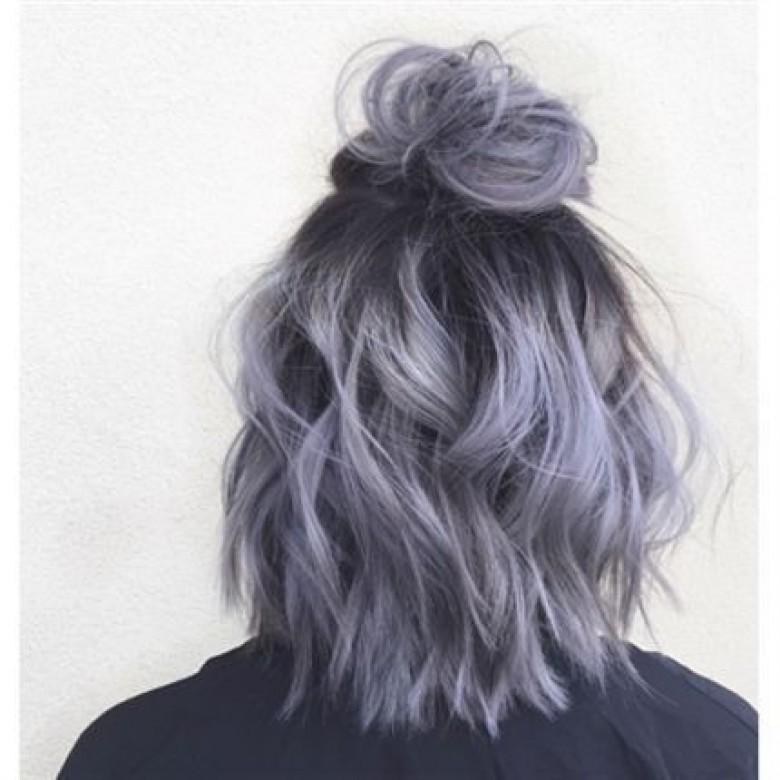 Coupe courte cheveux mauve