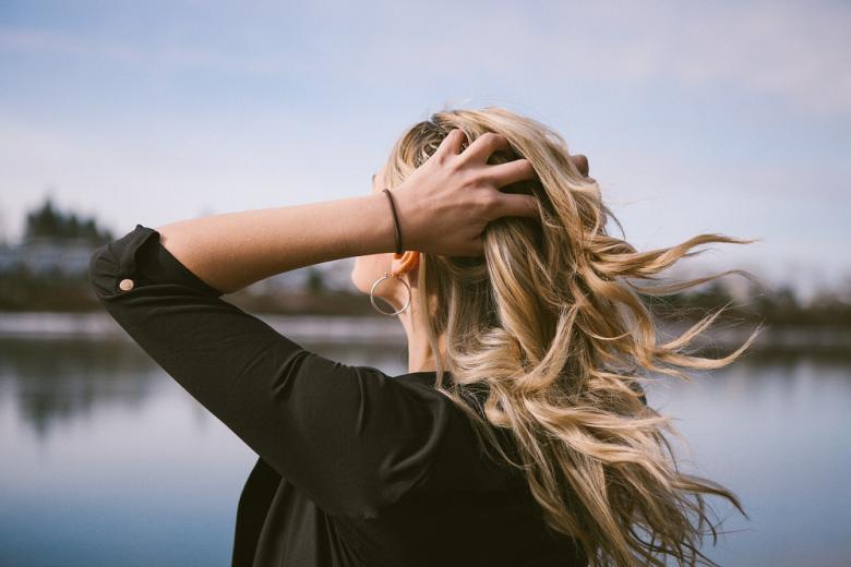 cheveux pellicules irritation