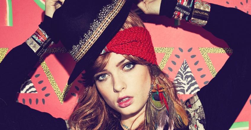 Grâce au headband en laine, protégez vos oreilles avec style