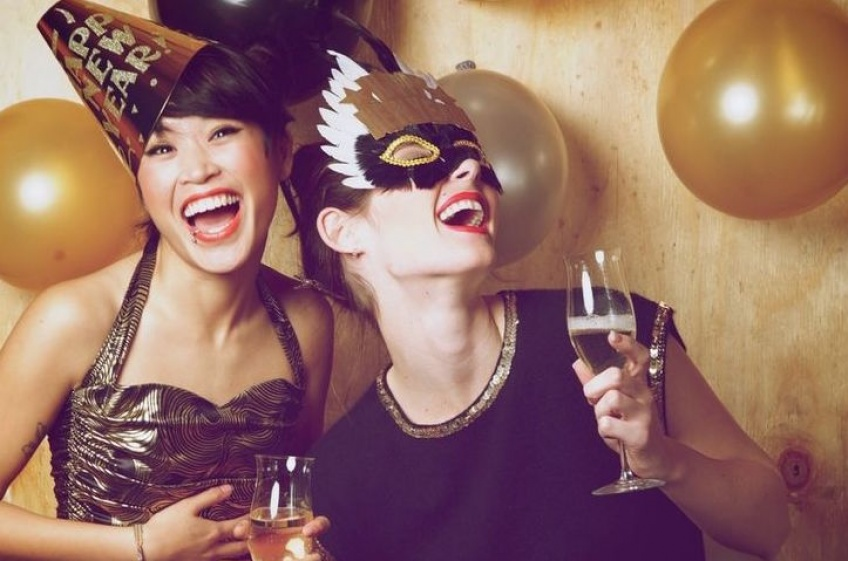 15 pensées qu'ont les femmes célibataires pendant la soirée du nouvel an