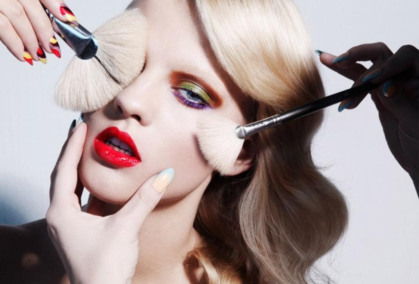 10 produits beauté et make-up que toutes les femmes doivent avoir dans leur salle de bain