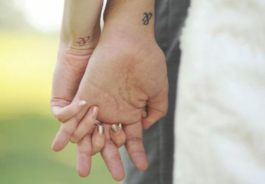 15 idées de tatouages à faire en couple