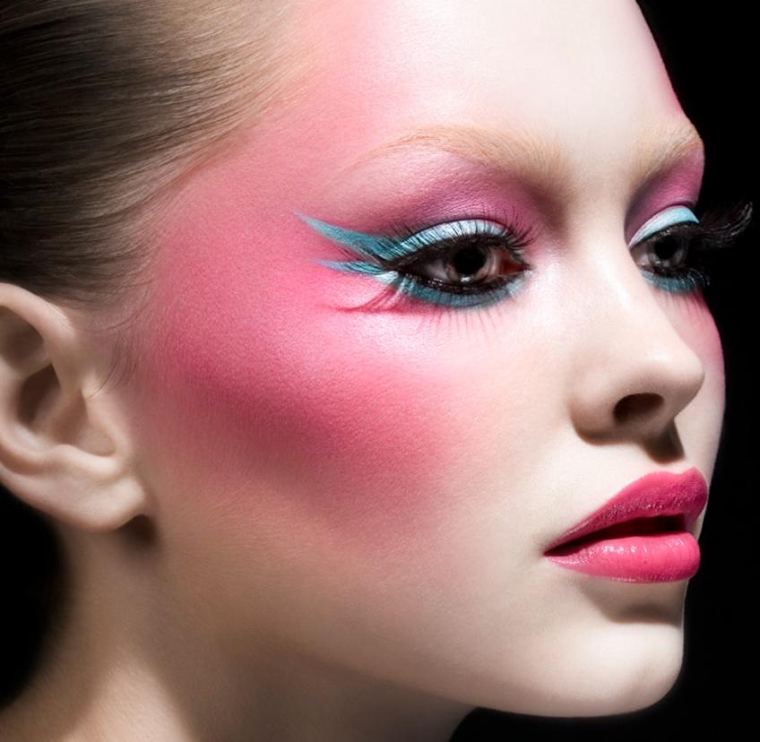 Comment se maquiller en fonction de la forme de votre visage