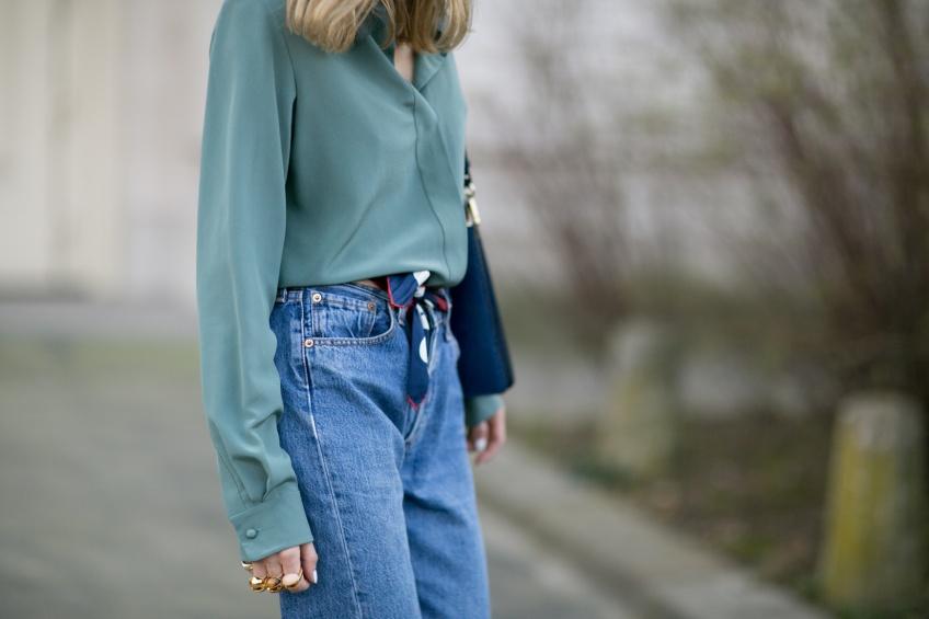 En mode retro avec un jean Mom