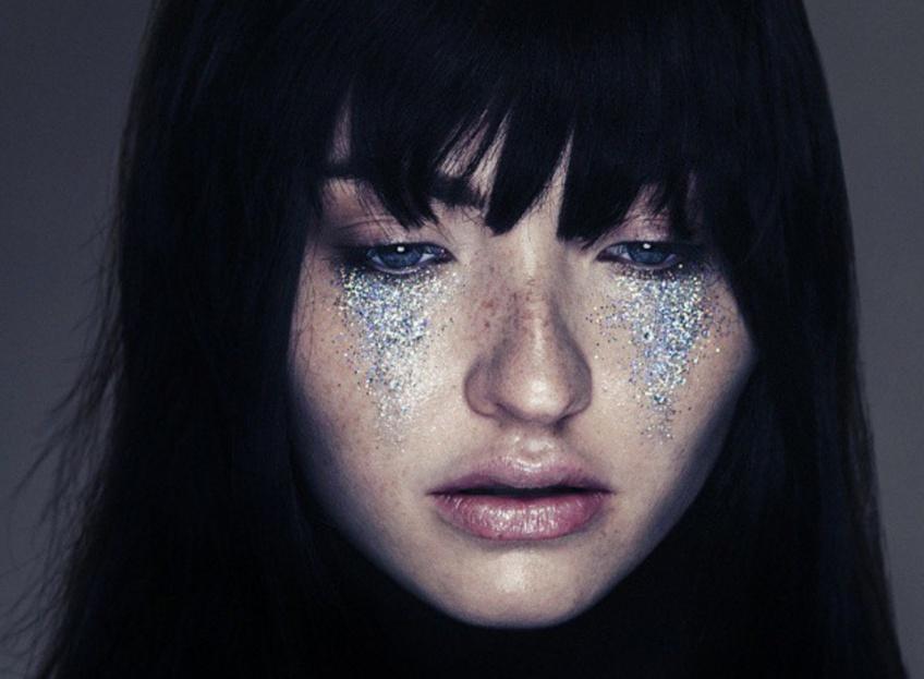 Glitter Tears : la tendance Instagram qui va vous en mettre plein les yeux