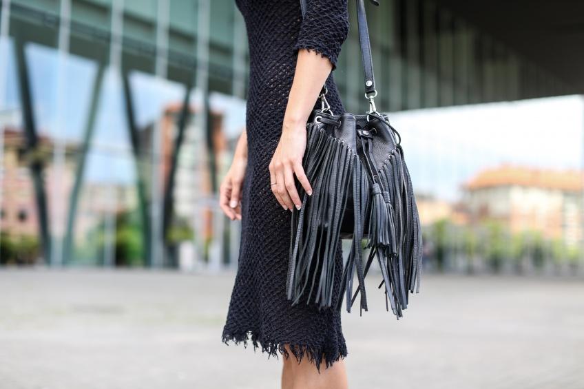 Les sacs bourse à franges pour habiller vos tenues