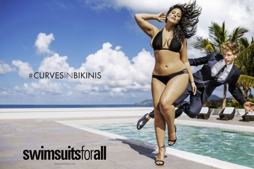 La collection de maillots de bain plus-size par Ashley Graham