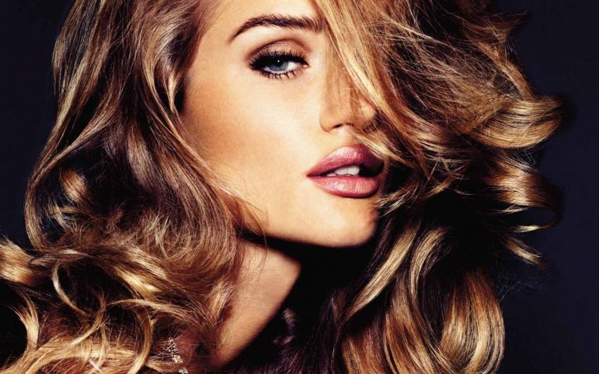 Trend : le wavy short hair, la tendance de l'été