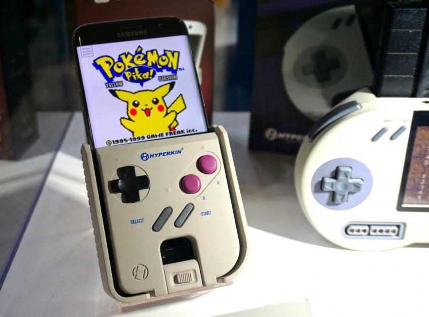 Smart Boy, l'accessoire qui transforme votre smartphone en Game Boy