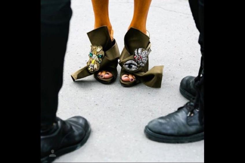Des chaussures à noeuds : la tendance footwear de l'année