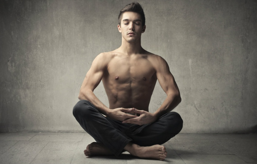 Les hommes qui s'essaient au yoga : fou-rire garanti