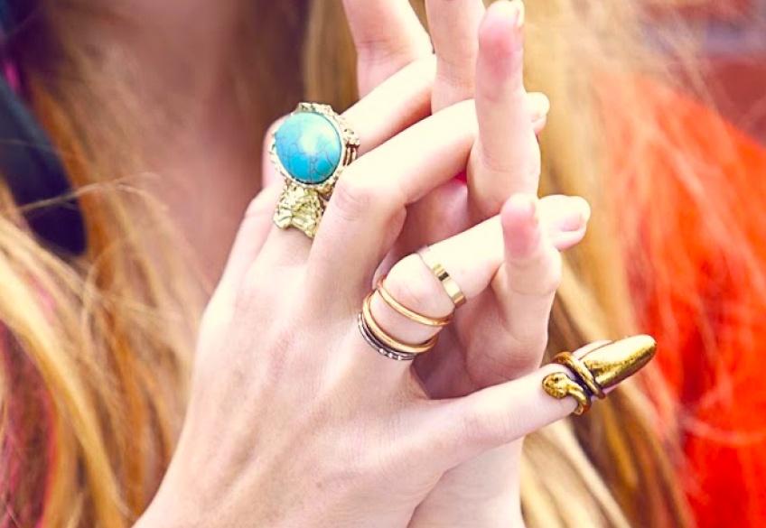 Remplacez votre nail art par... une bague !