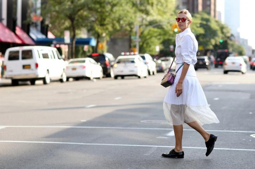 Misez sur une jupe en dentelle pour vous dévoiler en beauté