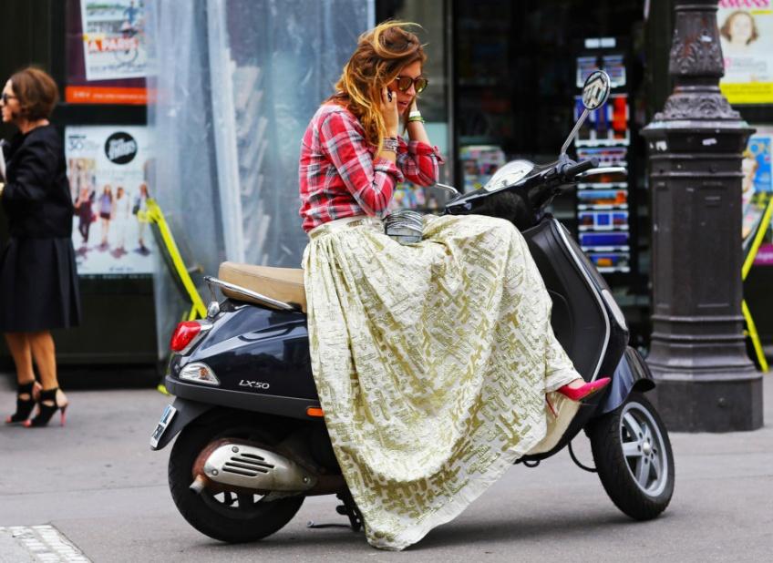Une allure boho-romantique avec la maxi-jupe