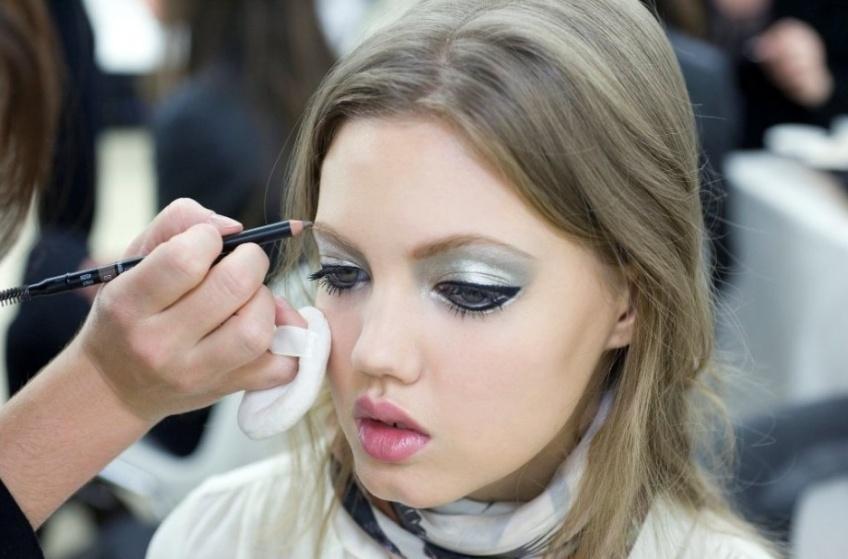 Maquillage métallisé : son grand retour