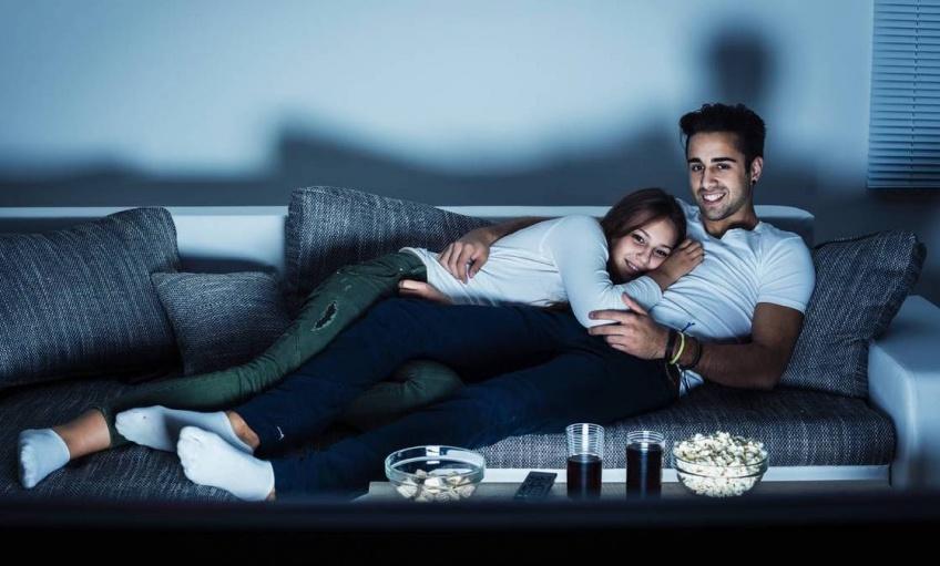 Selon une étude, les couples qui regardent des séries ensemble durent plus longtemps !