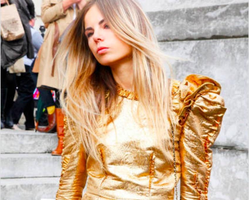 La tendance du métallisé s'invite sur vos robes pour un look brillant de défilé !