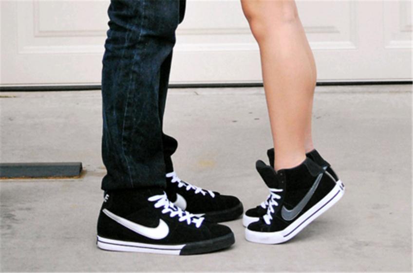 20 sublimes paires de baskets noires à glisser dans son dressing
