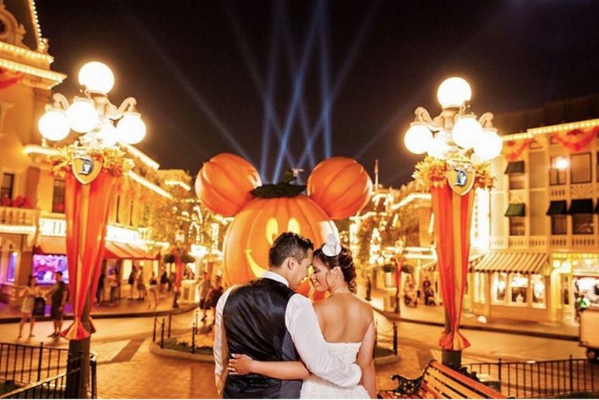Que diriez-vous d'un mariage nocturne dans un Disneyland rien qu'à vous ?