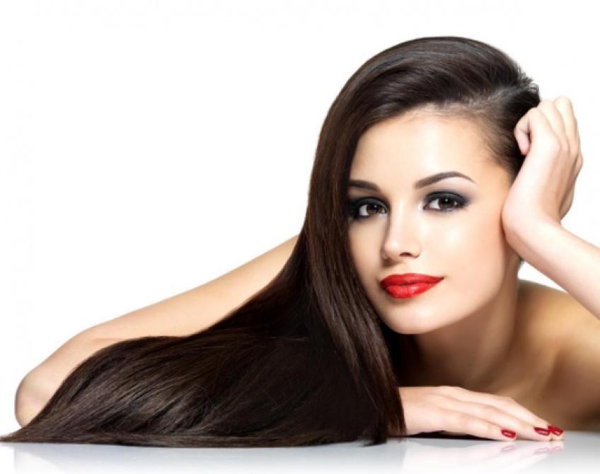 Tout ce qu'il faut savoir pour avoir des cheveux lisses sans utiliser de lisseur !